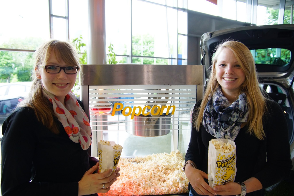 Eventpersonal Popcorn Maschine